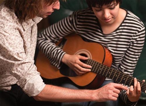 dạy đàn guitar tại nhà